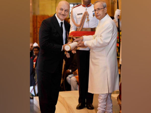 Senior actor Anupam Kher with late President Pranab Mukherjee (Image Source: Instagram)