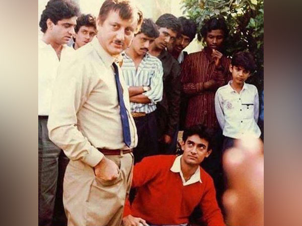 Anupam Kher and Aamir Khan in 'Dil'