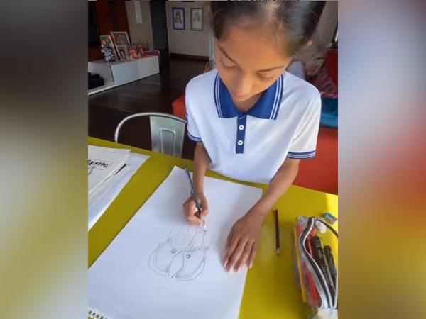 Film director Farah Khan's daughter Anya sketching (Image Source: Instagram)