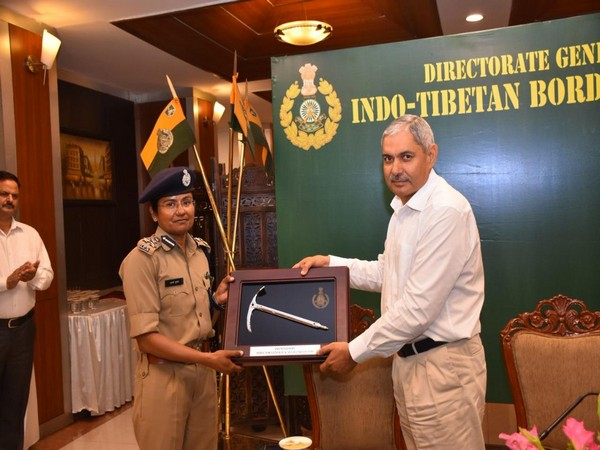 DIG Aparna Kumar while being fecilitated by ITBP DG at force's Headquarters in New Delhi on Thursday. Photo/ANI