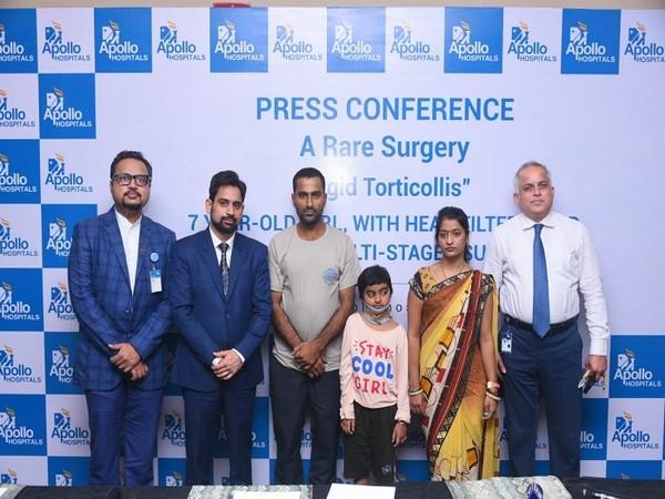 L-R: Dr. Swapnil Keny, Pediatric Orthopedic Surgeon, Dr. Agnivesh Tikoo, Spine Surgeon, Somya with family and Mr. Marathe, COO & Unit Head, Apollo Hospitals Navi Mumbai