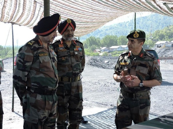 Northern Army Commander Lt Gen Ranbir Singh in Kashmir  Photo/ANI