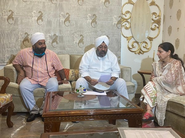 Brother-in-law of Arshdeep Singh, Kunwar Anand, Sikh leader Manjit Singh GK and Arshdeep's mother (ANI)