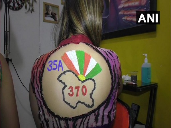 Student with body paint tattoo on Article 370 and 35-A in Surat. Photo/ANI