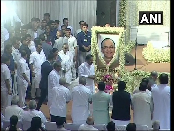 Vice president Venkaiah Naidu and several other leaders at the condolence meet of Arun Jaitley