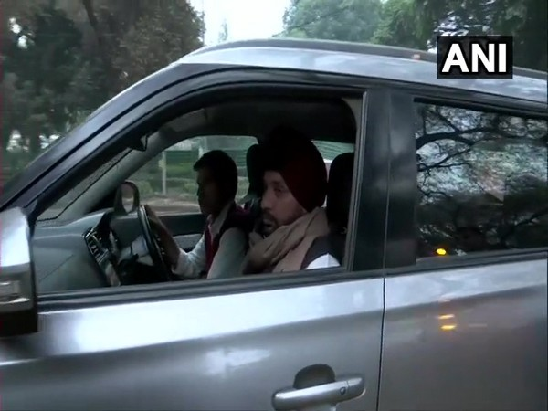 Arvinder Singh Lovely arriving at the residence of party's interim president Sonia Gandhi for a meeting