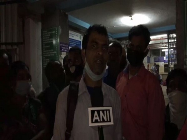 The husband of the deceased pregnant woman speaking to ANI in Asansol. Photo/ANI
