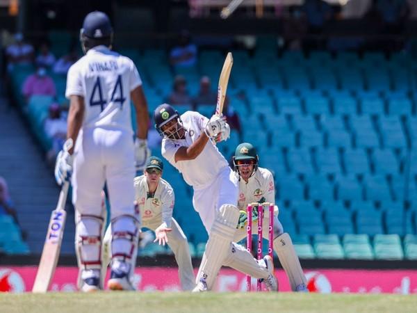 Ravichandran Ashwin batting in the middle (Photo/ cricket.com.au Twitter)