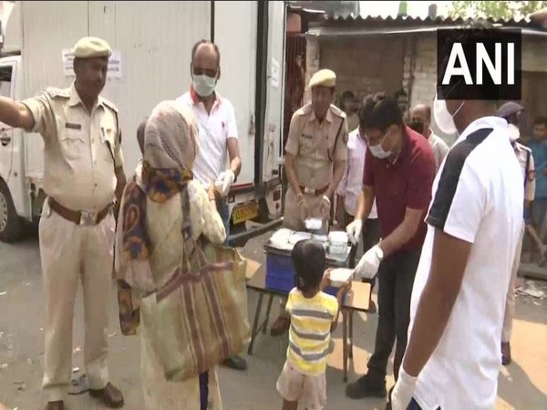 Assam Police fed the needy in Guwahati amid the coronavirus lockdown on Tuesday. Photo/ANI