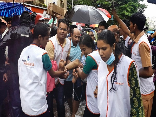 Aster Volunteers in Kolhapur provide support to people in affected areas