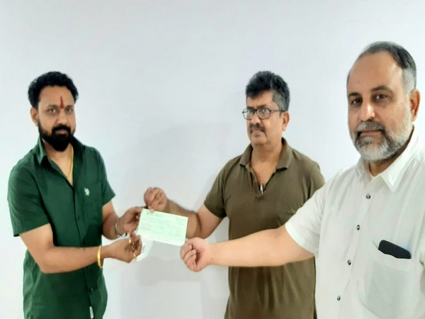 Rohit Shrivastava handing over the cheque to trust officials on Saturday. [Photo/ANI]