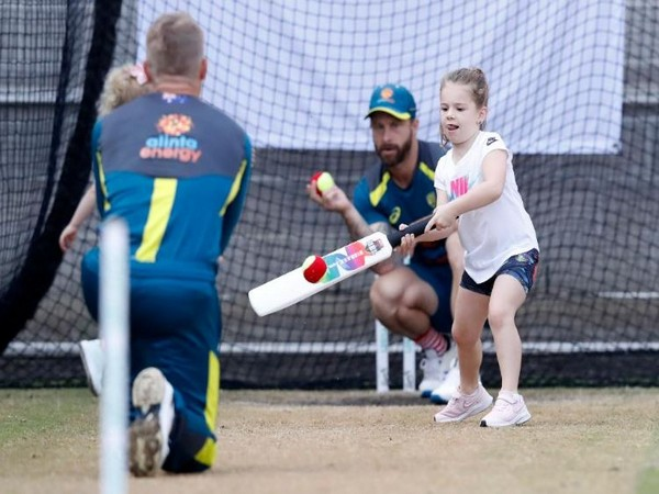 David Warner bowling to her daughter in the nets on Wednesday. (Photo/ ICC Twitter)