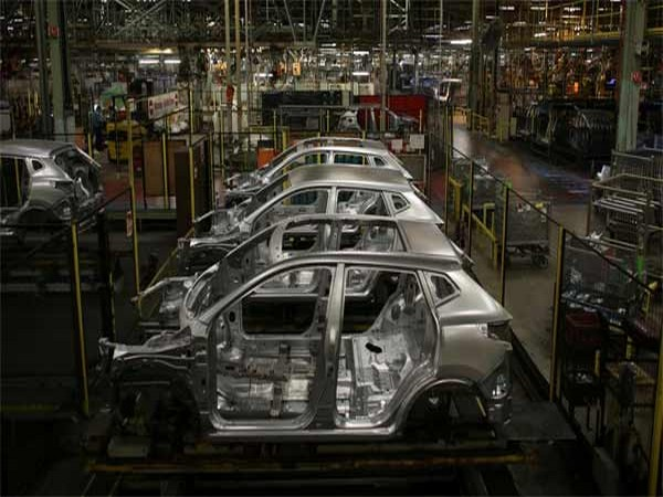Auto makers report rising inventory levels and job losses amid economic slowdown