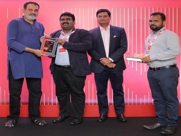 E Pradeep Kumar, CEO, Autointelli receiving the Aditya Birla Bizlabs' Award 2019