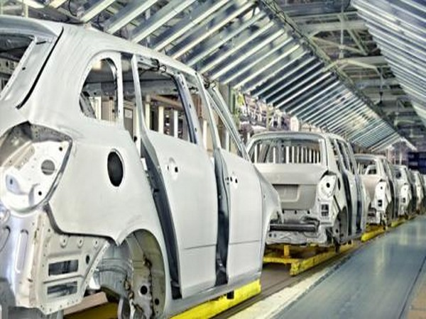Auto makers report rising inventory levels and job losses amid slowdown