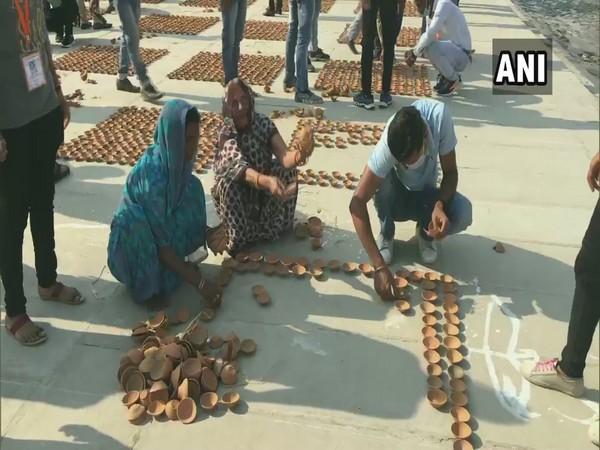 People working for Deepotsav occasion in Ayodhya (Photo ANI)