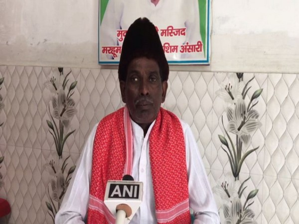 Iqbal Ansari talking to ANI in Ayodhya on Friday. Photo/ANI