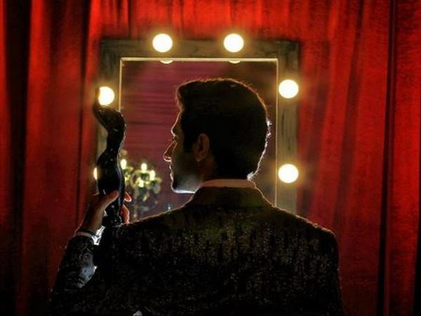 Actor Ayushmann Khurrana after winning Filmfare Award (Photo/ANI)