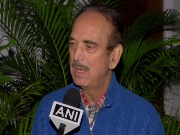 Congress leader Ghulam Nabi Azad addressing the party workers from Haryana in New Delhi on Saturday. Photo/ANI