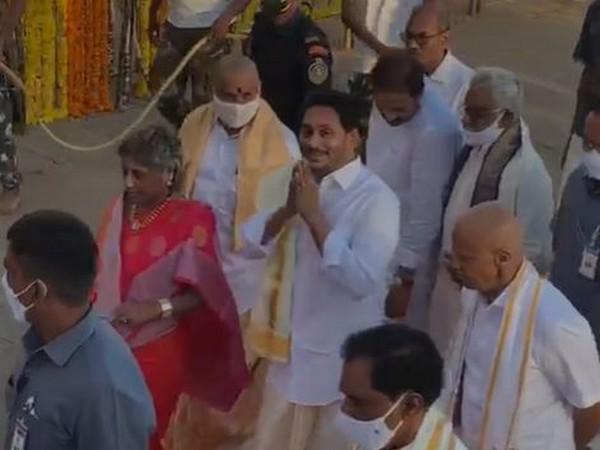 Andhra Pradesh Chief Minister YS Jaganmohan Reddy and his Karnataka counterpart BS Yadyurappa at Lord Balaji temple on Thursday. (Photo/ANI)