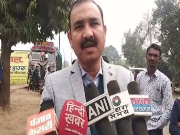 Basic Education Officer (BEO) of the district, Harish Chandra Nath speaking to reporters in Banda. Photo/ANI