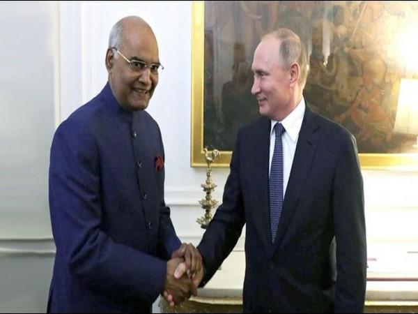 Russian President Vladimir Putin (r) and Indian President Ram Nath Kovind (Photo: Russa in India/Twitter)