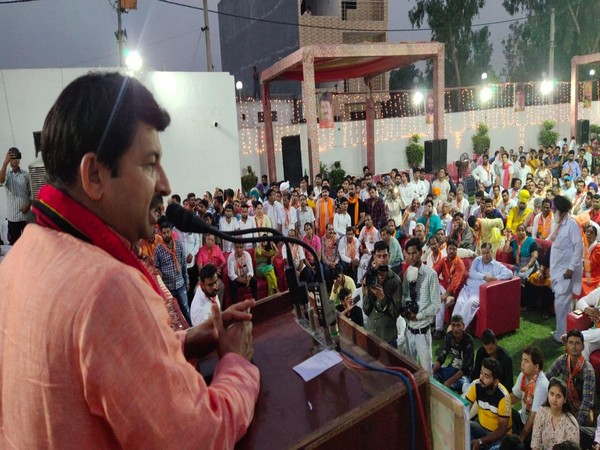 BJP Delhi unit chief Manoj Tiwari addressing party workers in New Delhi on Saturday. Photo/ANI