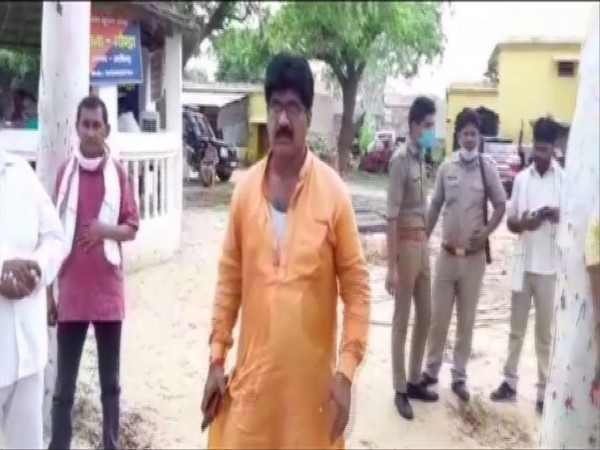BJP MLA Rajkumar Sahyogi at Gonda police station in Aligarh [Photo/ANI]