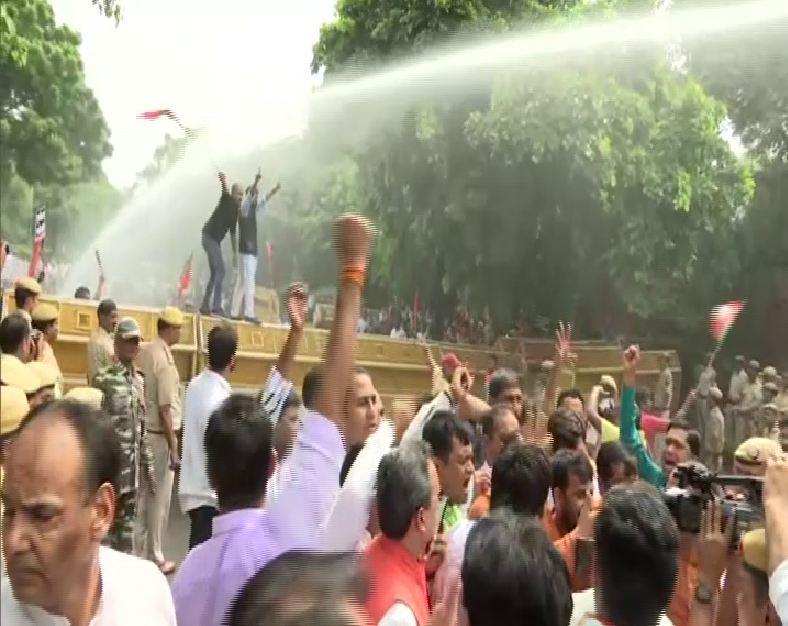 BJP held protest against Chief Minister Arvind Kejriwal's remarks on BJP leader Manoj Tiwari