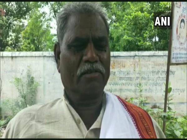 BJP MLA from Vijaypur (Sheopur), Sitaram Adivasi, alleges Congress offered him money to switch parties.