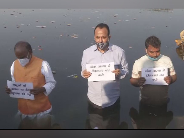 BJP leaders in Jharkhand stage a protest against CM Hemant Soren over ban on Chhath Puja celebration near water bodies. (Photoi/ANI)