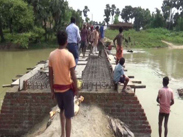 Villagers of Budhaul in Gaya have started construction of a bridge in their village that was pending for almost 30 years. [Photo/ANI]