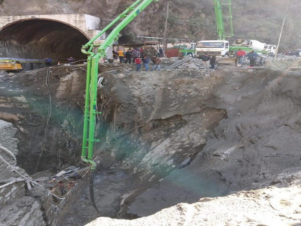 The construction of Bailey Bridge at Kela Morh in Ramban on Jammu-Srinagar highway is going apace as BRO has completed 40 percent of the 120 feet long bridge in the last two days.