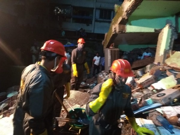 The rescue operation is currently underway at the spot in Bhiwandi, Maharashtra. (Photo: ANI)