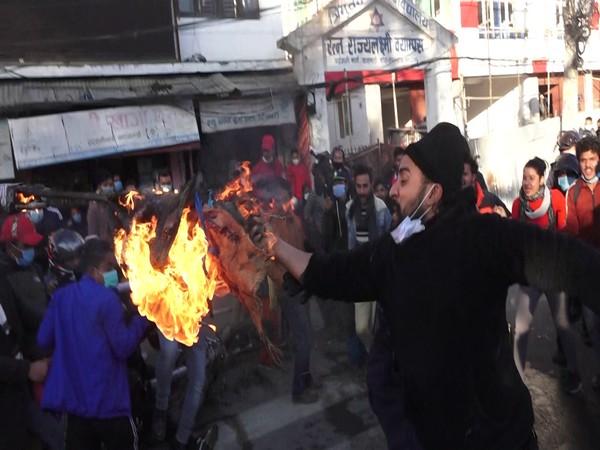 NCP student union burning efigy of PM Oli in Kathmandu om(Photo/ANI)