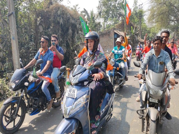 Union Minister Smriti Irani drives a scooty in West Bengal's Panchpota during a BJP roadshow. [Photo/ANI]