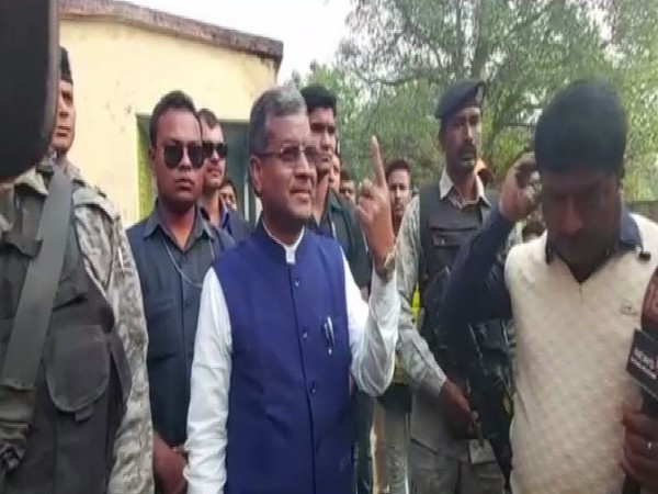 Former chief minister Babulal Marandi after casting his vote at a polling booth in Giridih on Thursday. photo/ANI