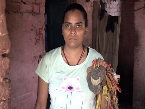 District badminton champion Radha Thakur making an appeal to Chief Minister Yogi Adityanath and Prime Minister Narendra Modi for help amid the COVID-19 pandemic. (Photo/ANI)