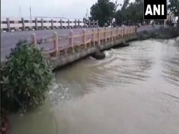 The water level of Bagmati rises in Darbhanga. Photo/ANI