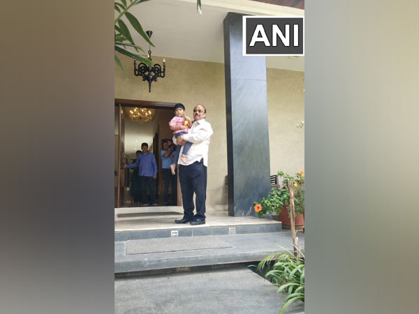 Suspended rebel Congress MLA Roshan Baig reaches home after SIT interrogation in IMA fraud case. (Photo/ANI)
