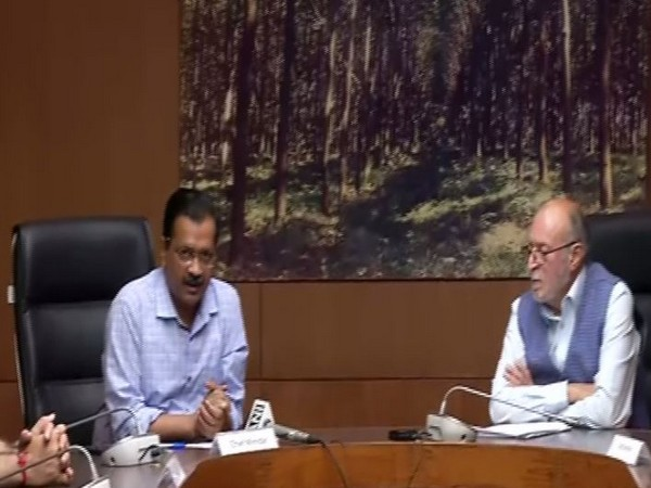 Delhi CM Arvind Kejriwal with Lt Governor Anil Baijal at a press conference on Thursday. Photo/ANI