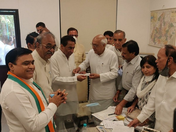 BJP leader Balendu Shukla on Friday joined Congress in the presence of former Chief Minister Kamal Nath.