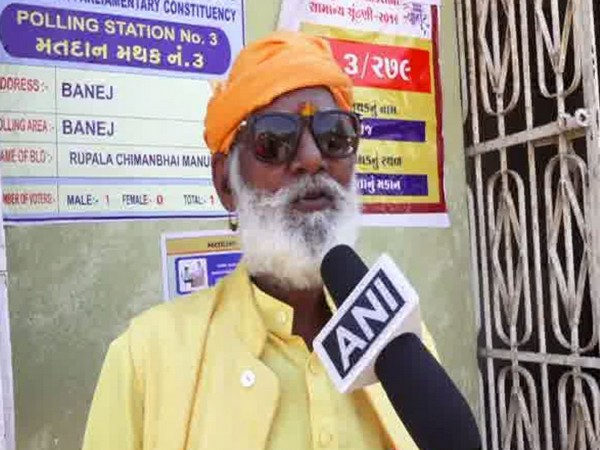 Mahant Bharatdas Bapu while speaking to ANI at Banej in Gujarat on Tuesday. Photo/ANI