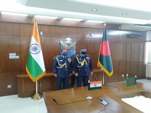 Indian Air Chief Marshal RKS Bhadauria with Bangladeshi Air Chief Marshall Masihuzzaman Serniabat (Twitter)