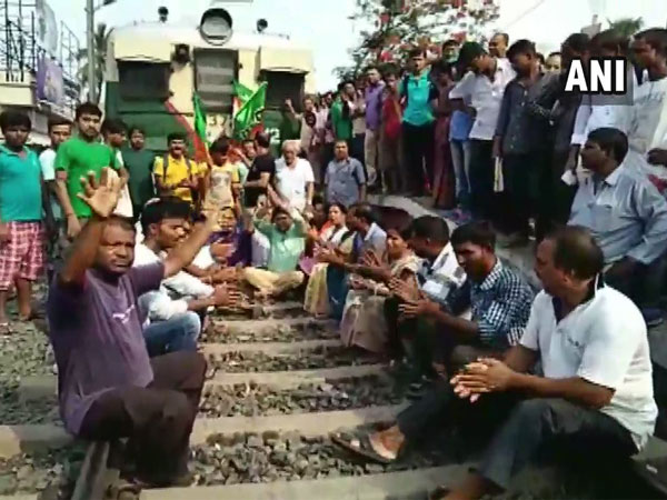 BJP workers protesting in North 24 Parganas during 12-hour 'bandh' in the state over the alleged killings of party workers