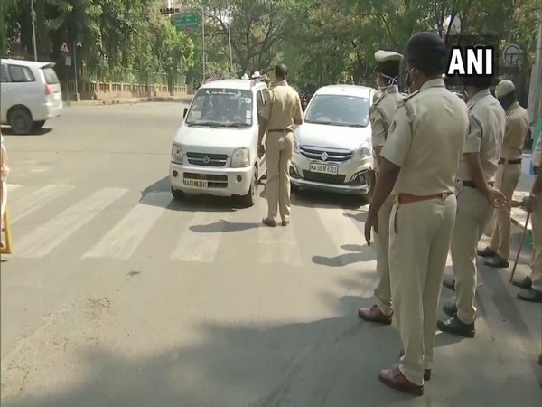 Police enforces lockdown in Bengaluru (image/ANI)