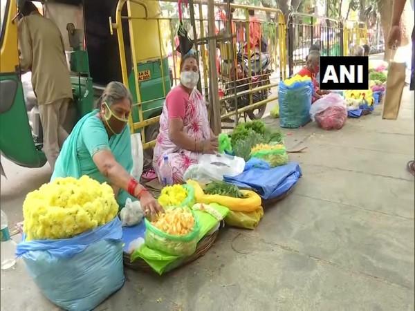 Roadside shops selling puja items in Bengaluru. (Photo/ANI)