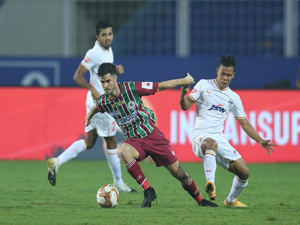 ATKMB's Edu Garcia on the attack against Bengaluru FC (Image: ISL)