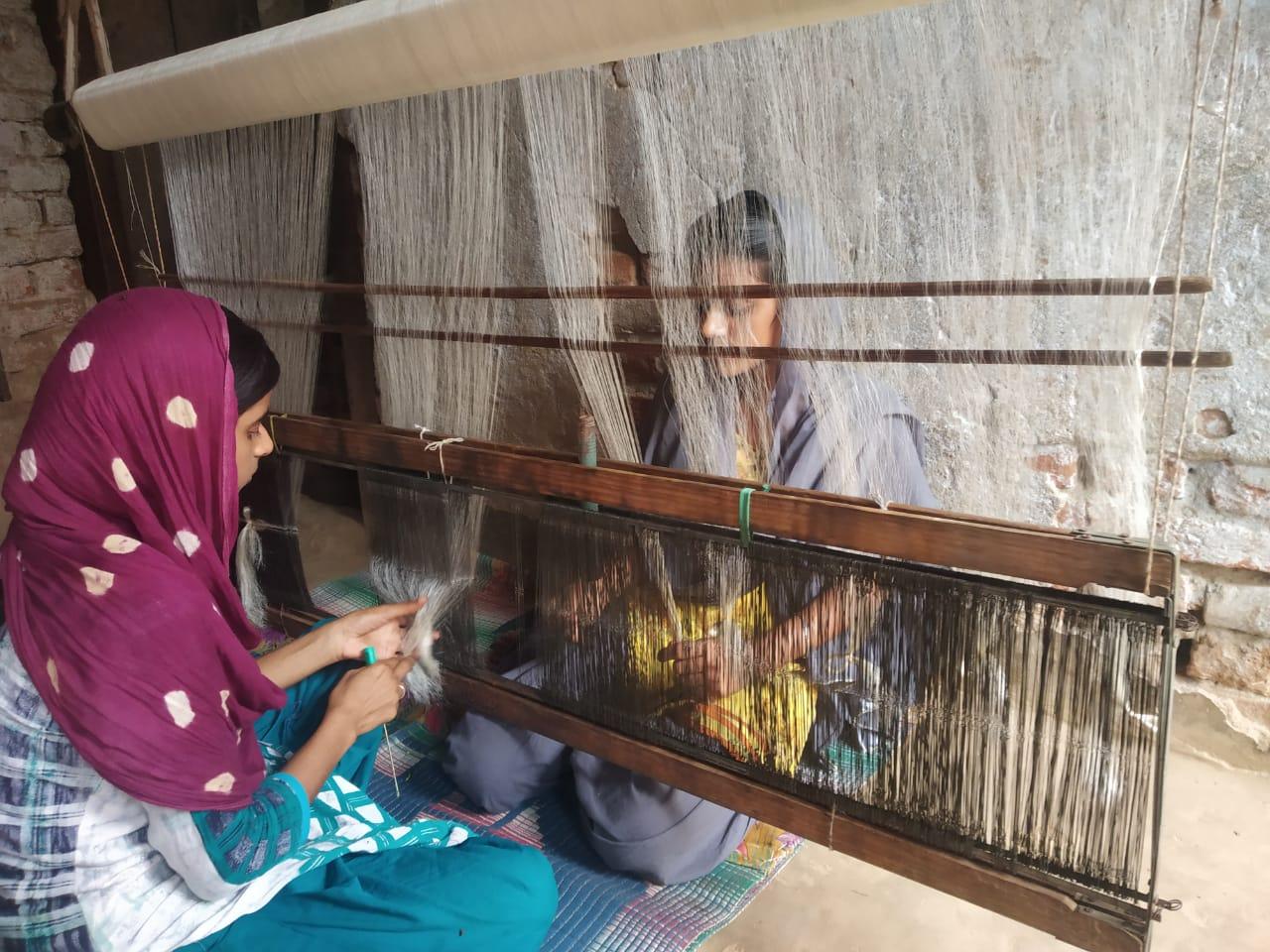Handloom silk weavers at Radha Nagar village in Bhagalpur. Photo/ANI