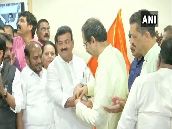 Bhaskar Jadhav joins Shiv Sena
